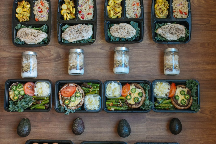 meal-prep-spread-5-days
