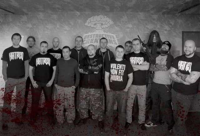 Фото команды, забрызганное кровью хейтеров