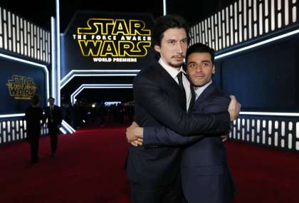 """Actors Driver and Isaac embrace as they arrive at the premiere of """"Star Wars: The Force Awakens"""" in Hollywood"""