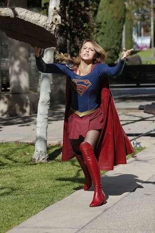 Supergirl-season-1-episode-18-Supergirl-lifts