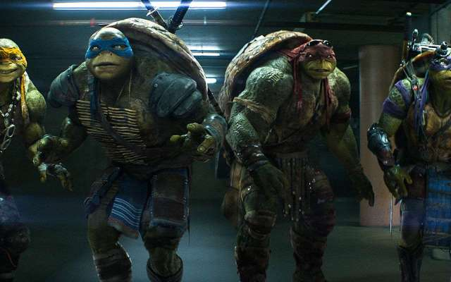 bebop-and-rocksteady-tackle-our-heroes-in-teenage-mutant-ninja-turtles-out-of-the-shadows-747739[1]