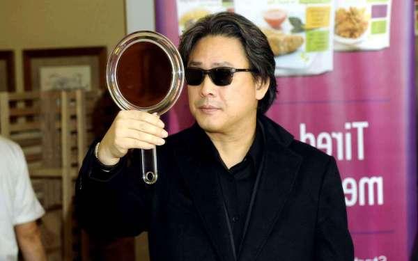 director-chan-wook-park-wears-leisure-570e-diaporama