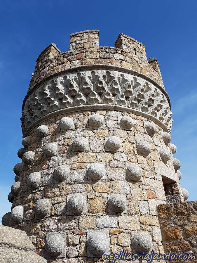 Detalles en las torres del castillo de Manzanares el Real