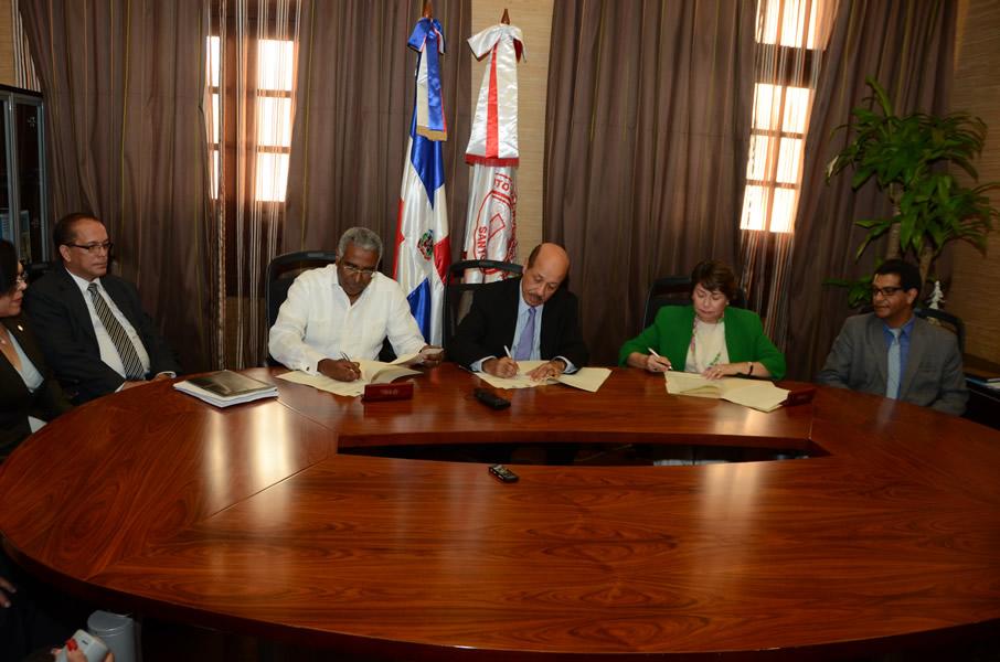 Firma del convenio en el Palacio Nacional