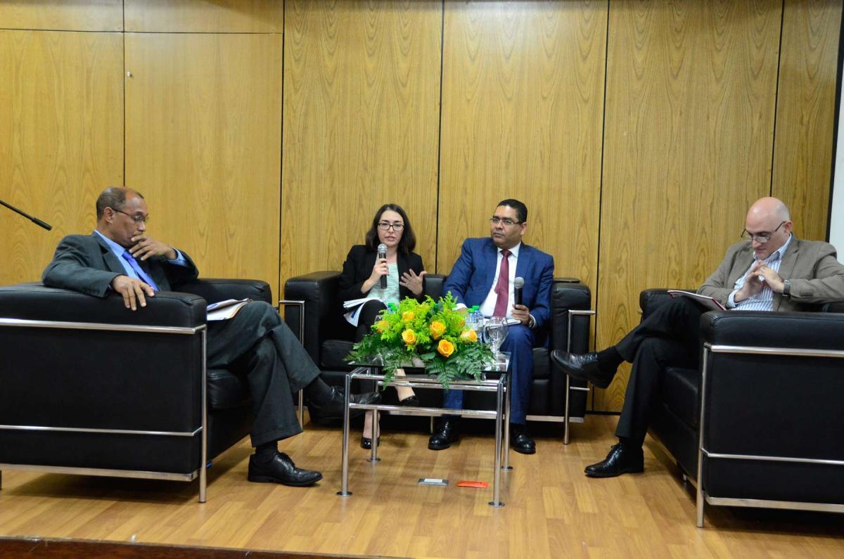 La economía dominicana al debate. En la foto Pavel Isa Contreras, Liliana Sousa y Antonio Murillo en el panel en el MEPyD.