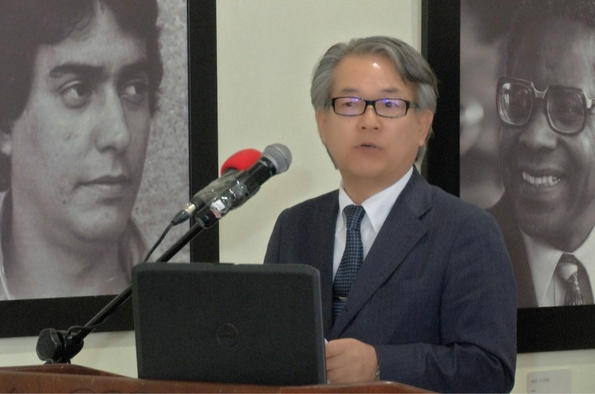 El embajador de Japón en la República Dominicana, Hiroyuki Makiuchi, en el acto de entrega de la donación al Servicio Geológico Nacional.