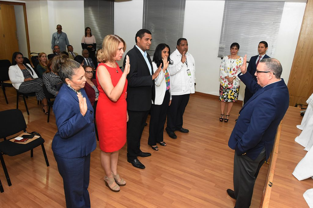 La juramentación de los nuevos cinco miembros estuvo a cargo del viceministro de Planificación, Yván Rodríguez.