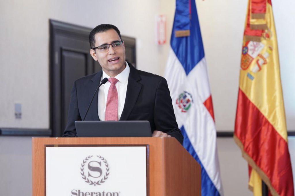 Juan Ariel Jiménez, ministro de Economía, Planificación y Desarrollo en la apertura del seminario-taller.