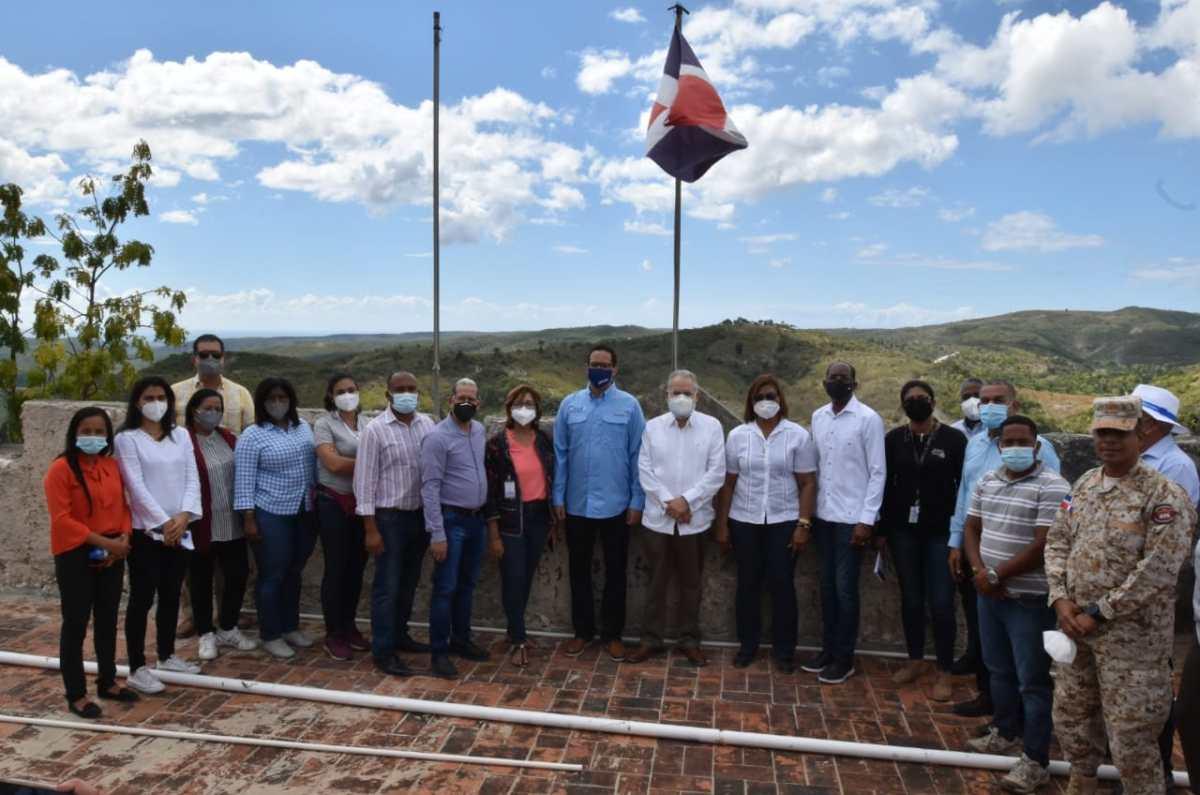 Delegación del Ministerio de Economía realiza recorrido en Pedernales para conocer necesidades de cooperación para el desarrollo del turismo sostenible