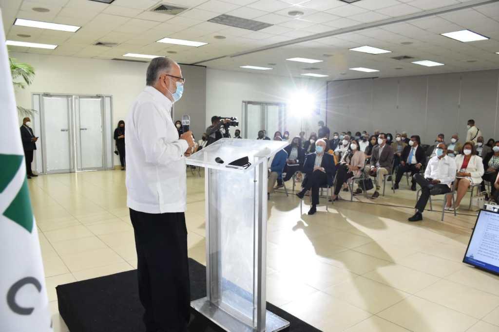 """El ministro de Economía, Planificación y Desarrollo, Miguel Ceara Hatton, dicta la conferencia magistral """"Retos, desafíos y oportunidades de la zona fronteriza""""."""