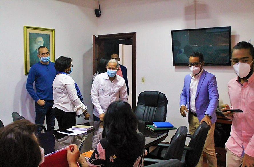 El viceministro de Ordenamiento Territorial y Desarrollo Regional, Domingo Matías, y su equipo de trabajo, recibieron al director de la Defensa Civil, Juan Salas,  con  el objetivo de coordinar una alianza estratégica entre ambas entidades.