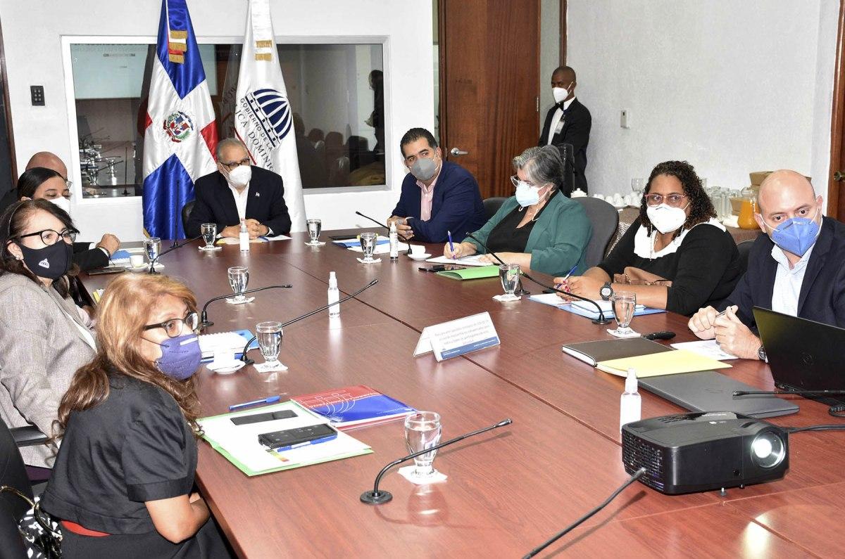 El ministro de Economía, Planificación y Desarrollo, Miguel Ceara Hatton, expresó que la articulación de acciones en lo colectivo reduce las brechas sociales y económicas.