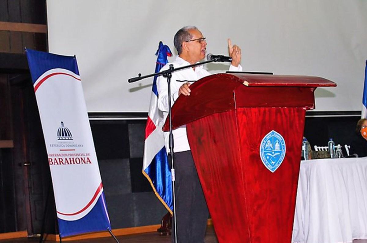 El viceministro de Ordenamiento Territorial y Desarrollo Regional, Domingo Matías, afirmó en Barahona que el presidente Luis Abinader impulsa el desarrollo de las comunidades a través de los consejos de desarrollo.