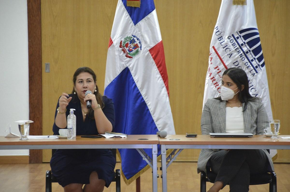 El CASFL ha producido dos encuentros con representantes de ASFL que se encontraban adscritas al MINPRE, recibiendo informaciones del proceso por la directora ejecutiva del CASFL, Vielka Polanco.