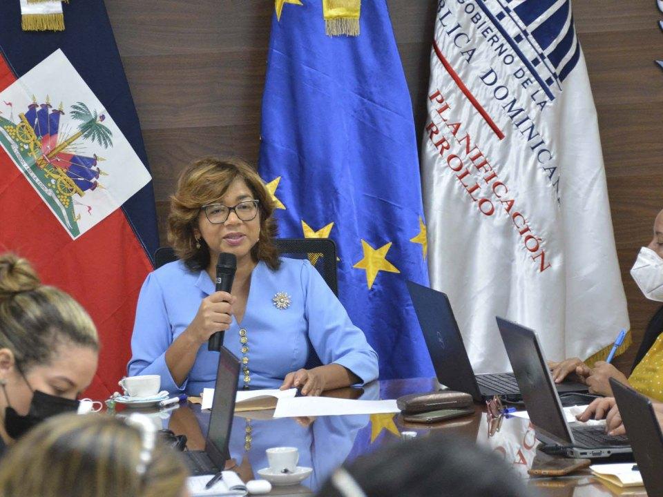 Olaya Dotel, viceministra de Cooperación Internacional del Ministerio de Economía, Planificación y Desarrollo y Ordenadora Nacional de los Fondos Europeos para el Desarrollo, encabeza reunión comité técnico del programa binacional Haití- República Dominicana.