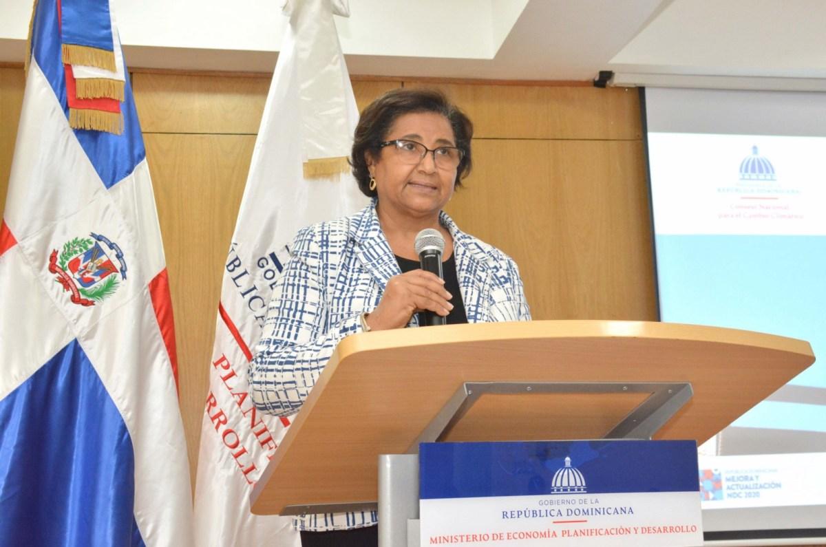La directora de Gestión del Riesgo de Desastres y Cambio Climático del Ministerio de Economía, Planificación y Desarrollo, Mercedes Feliciano.