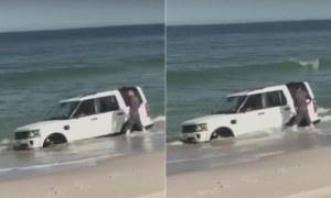 Colocou sua Land Rover na praia para tirar algumas fotos (fail)