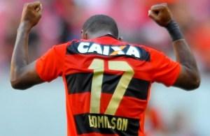 Edmilson, jogador do Sport, comemora seu gol durante partida contra o Flamengo, válida pela vigésima rodada do Campeonato Brasileiro 2016.