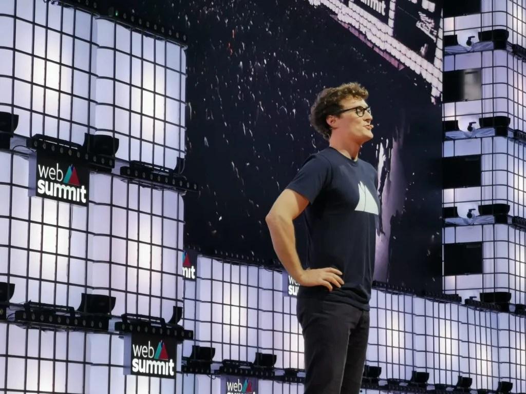 Websummit começa com Edward Snowden, falta de confetes, e imprensa enraivecida