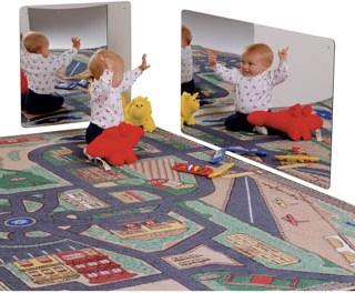 Specchio in camera per crescere e giocare