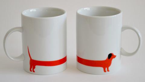 2 tazze con cane bassotto rosso