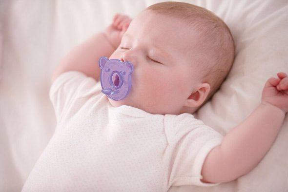 Ciuccio sì o ciuccio no per i bambini allattati al seno   1bc6e3879872