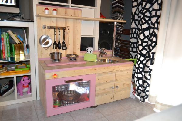 Guest post come costruire una cucina giocattolo in legno for Carta adesiva cucina