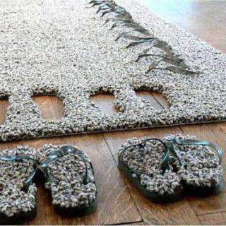 Il tappeto con le pantofole incorporate