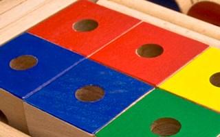 Giocattoli di legno istruttivi e creativi