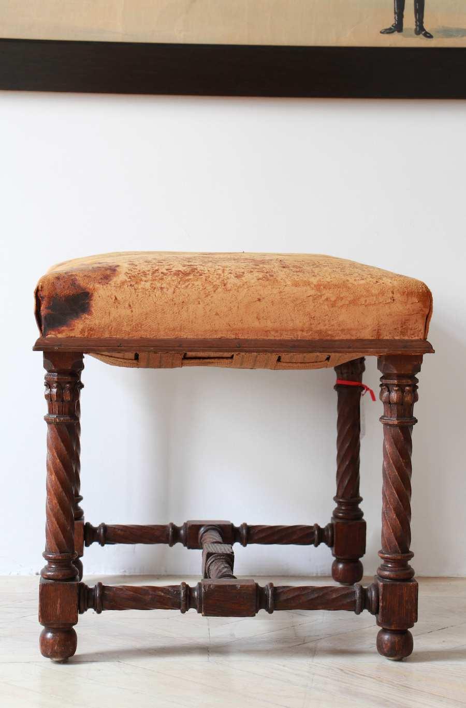 Banqueta neogótica en madera Roble y Cuero