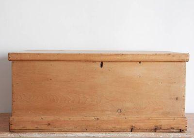 Arcón en madera de pino