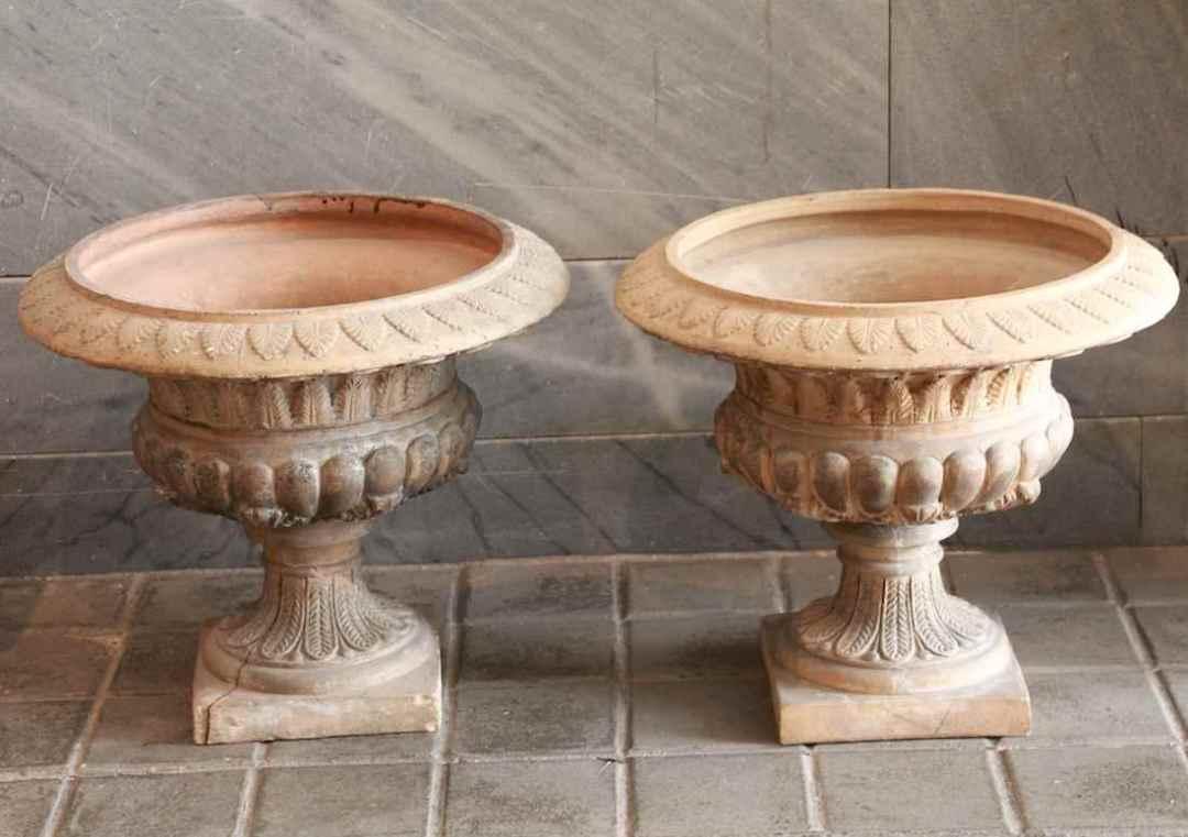 """Par de """"Vasos de Medici"""" en terracota"""
