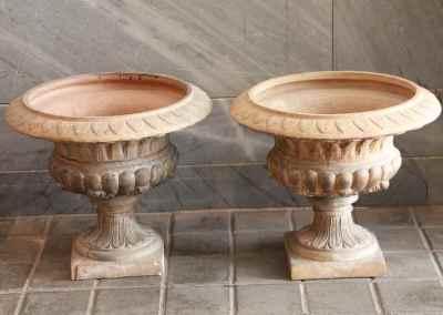 Par de «Vasos de Medici» en terracota