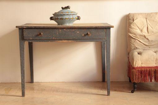 Mesa popular en madera de pino pintada. S. XIX