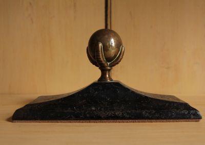 Pisapapeles de bronce