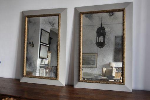 Pareja de espejos pintados en gris