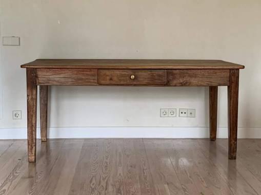 Mesa en madera de castaño