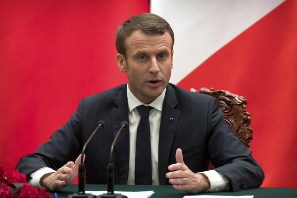 suite.  Macron est il un nom français?