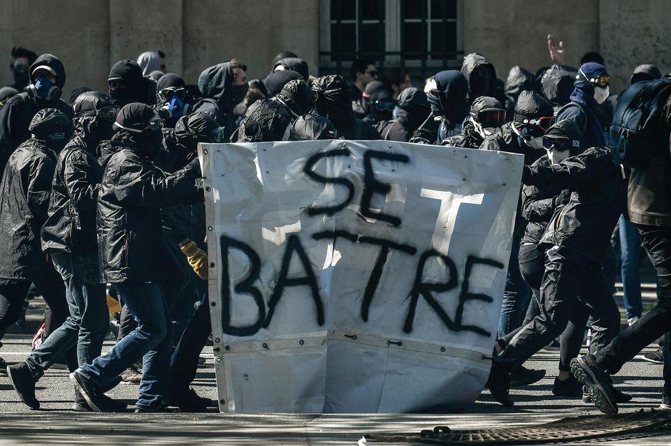 Les casseurs. Que fait la police?