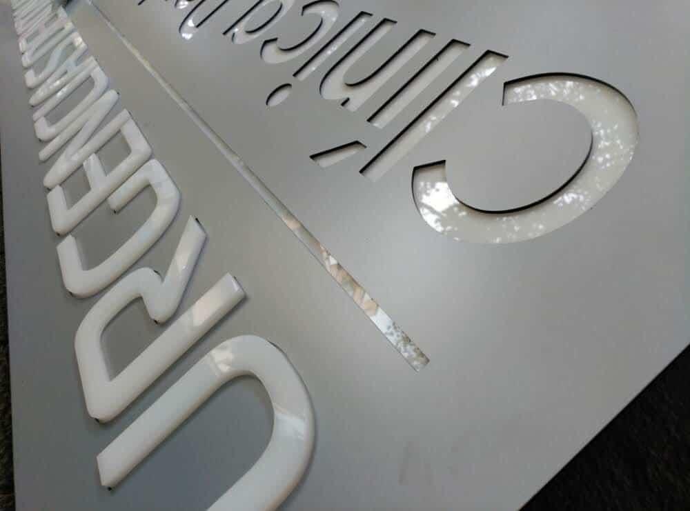 Rotulación y rótulos luminosos en Mallorca   Letreros de alupanel fresado   Merchaspain