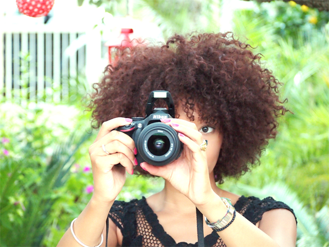 mercredie-mode-blog-home-sweet-home-jardin-cheveux-boucles-hair-curly-auto-portrait