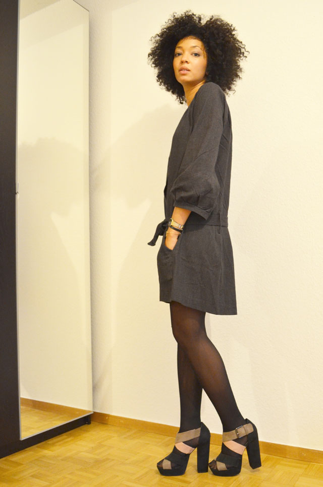 mercredie-blog-mode-look-outfit-style-h&m-sandales-compensees-robe-grise-pineapple-galeries-lafayette-1