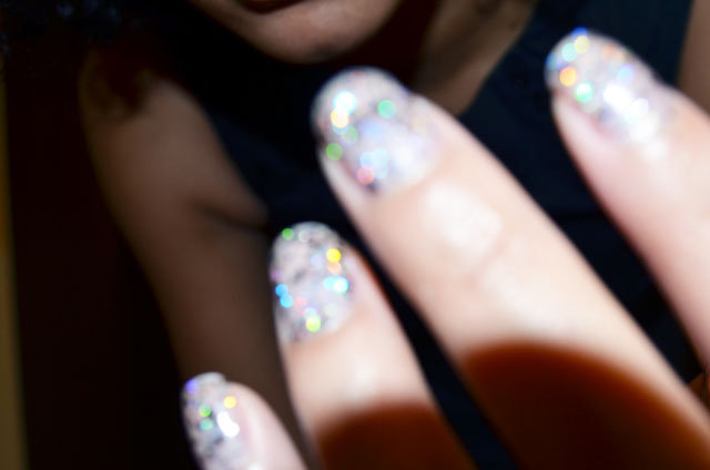 mercredie-blog-mode-robe-noire-h&m-vernis-glitter-paillettes-2