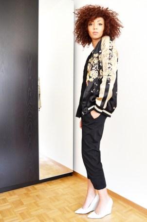 blog-mode-beaute-mercredie-teddy-zara-veste-college-escarpins-blanc-compenses-kookai-afro-hair-natural21