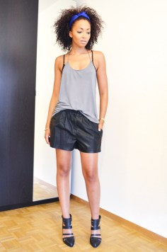 mercredie-blog-mode-beaute-geneve-asos-top-backless-dos-nu-fines-bretelles-short-cuir-turban-bandeau-bleu-zara