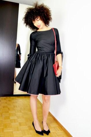 mercredie-blog-mode-geneve-idees-tenues-robes-mariage-delphine-manivet-pour-la-redoute-satin-noire-noeud-escarpins-noeuds-zara-trio-bag-celine-rouge-red2