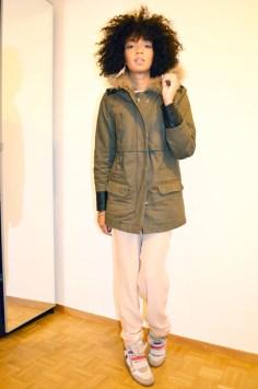 mercredie-blog-mode-look-lookbook-style-look-pantalon-ample-mango-t-shirt-clous-studded-blouson-cuir-bel-air-sneakers-isabel-marant-bois-de-rose-parka-maje-hariboz-kaki-fourrure