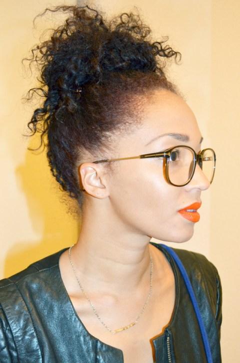 mercredie-blog-mode-beaute-lunettes-geek-tom-ford-bel-air-blouson-cuir-matelasse-nappy-hair-bun-chignon-cheveux-frises-profil-rouge-a-levres-orange-bright-make-up-for-ever-survetement-jogging-fruits-of-the-loom