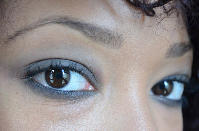 mercredie-blog-mode-beaute-maquillage-tuto-makeup-smoky-master-maybelline-black-waterline-closeup3