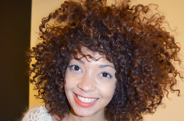 mercredie-blog-mode-beaute-geneve-suisse-cheveux-afro-frises-boucles-naturels-nappy-caramel-chocolat-couleur